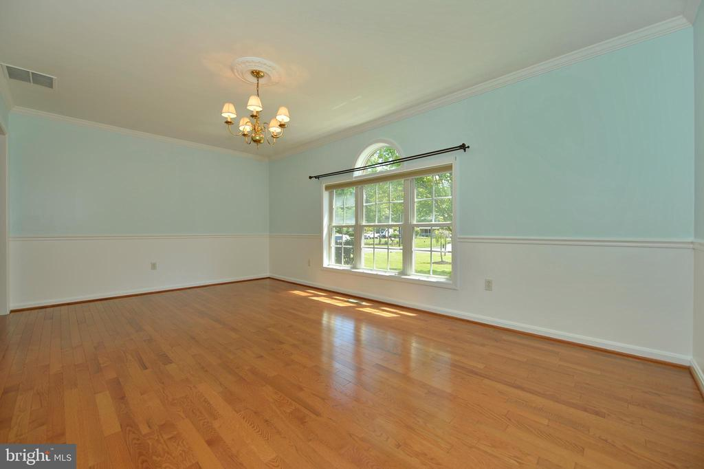 Large dining room - 20257 REDROSE DR, STERLING