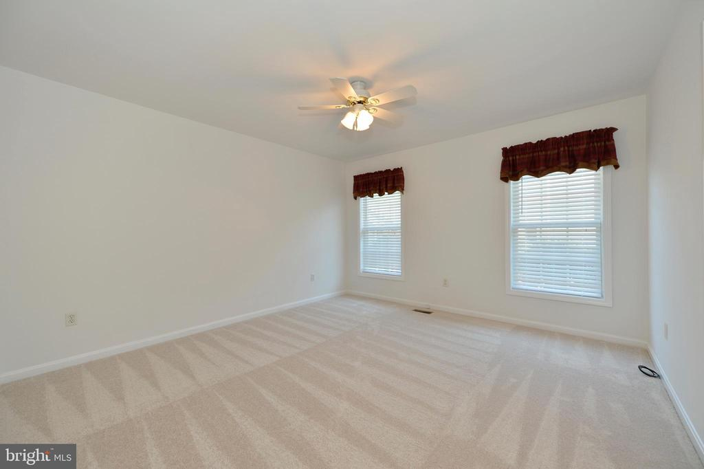 Bright bedroom 2 with ceiling fan and new carpet - 20257 REDROSE DR, STERLING