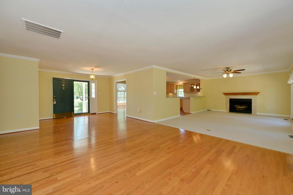 Living room to family room and foyer - 20257 REDROSE DR, STERLING