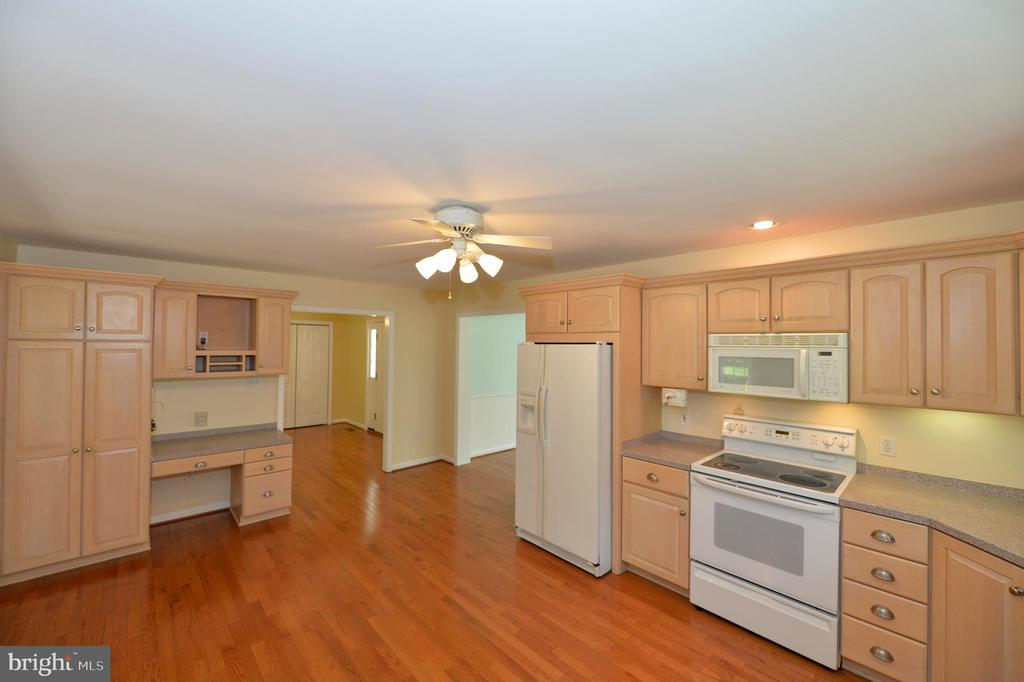 Kitchen with built in microwave - 20257 REDROSE DR, STERLING
