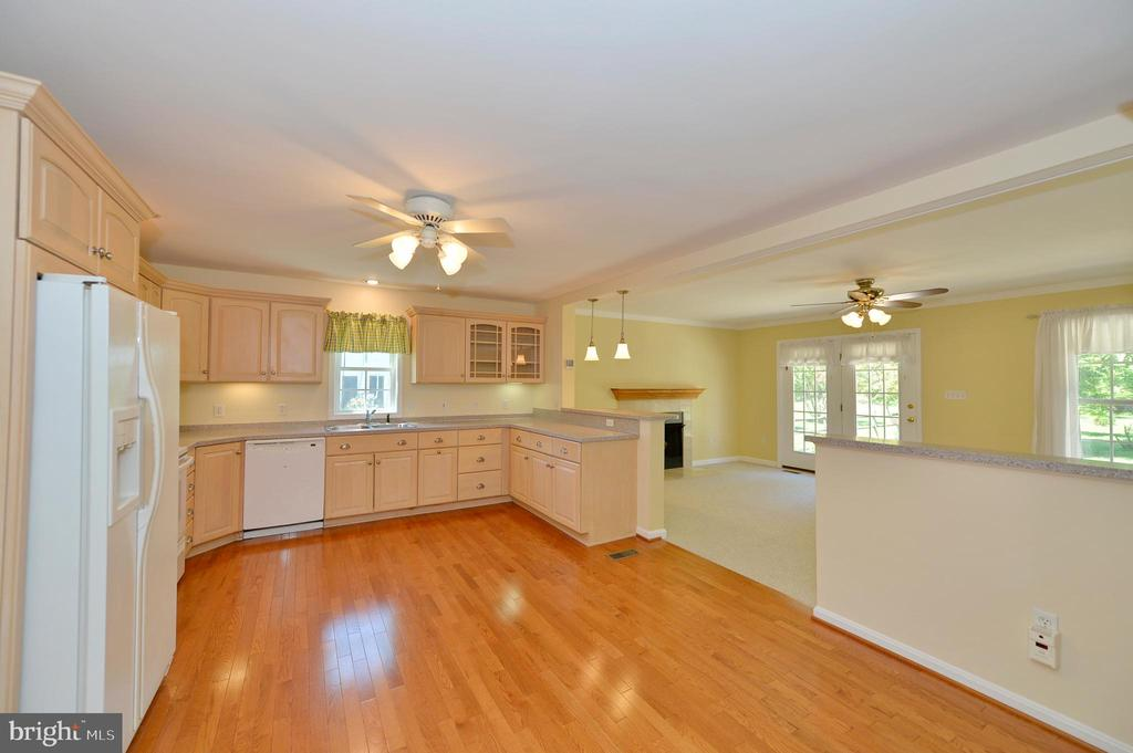 Kitchen to family room - 20257 REDROSE DR, STERLING
