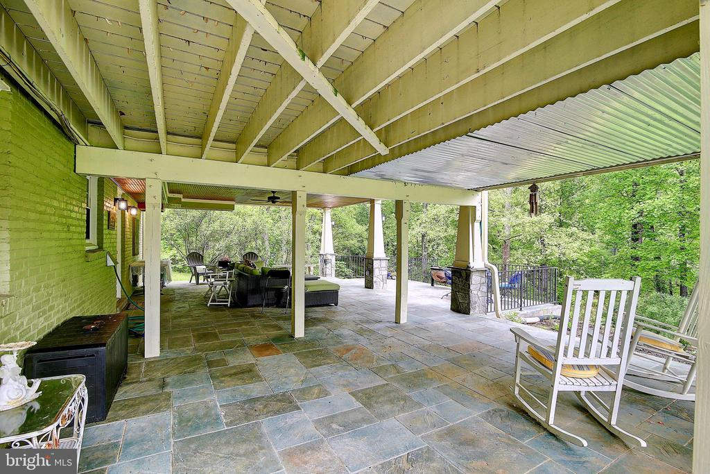 Covered Patio - 7017 UNION MILL RD, CLIFTON