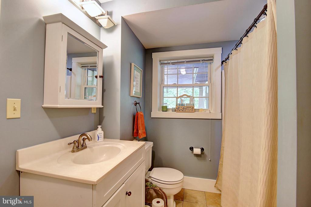 Lower Full Bath - 7017 UNION MILL RD, CLIFTON
