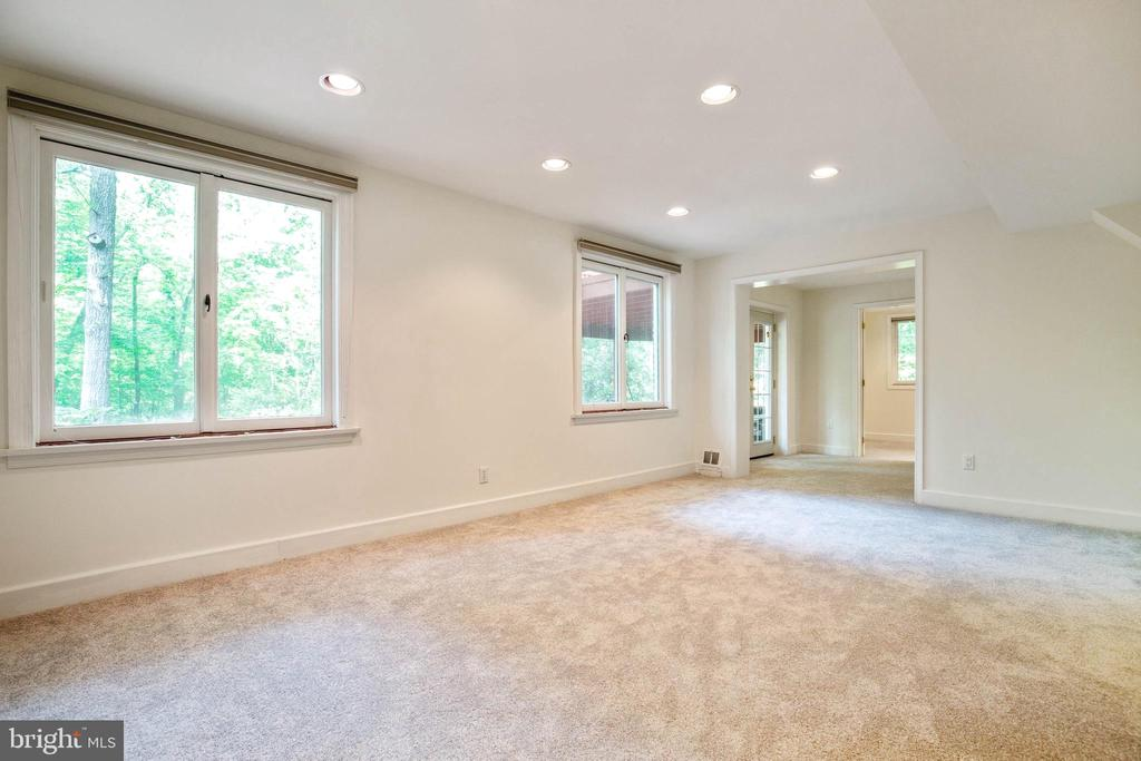 Family/Rec Room with Fireplace - 7207 OLDE LANTERN WAY, SPRINGFIELD