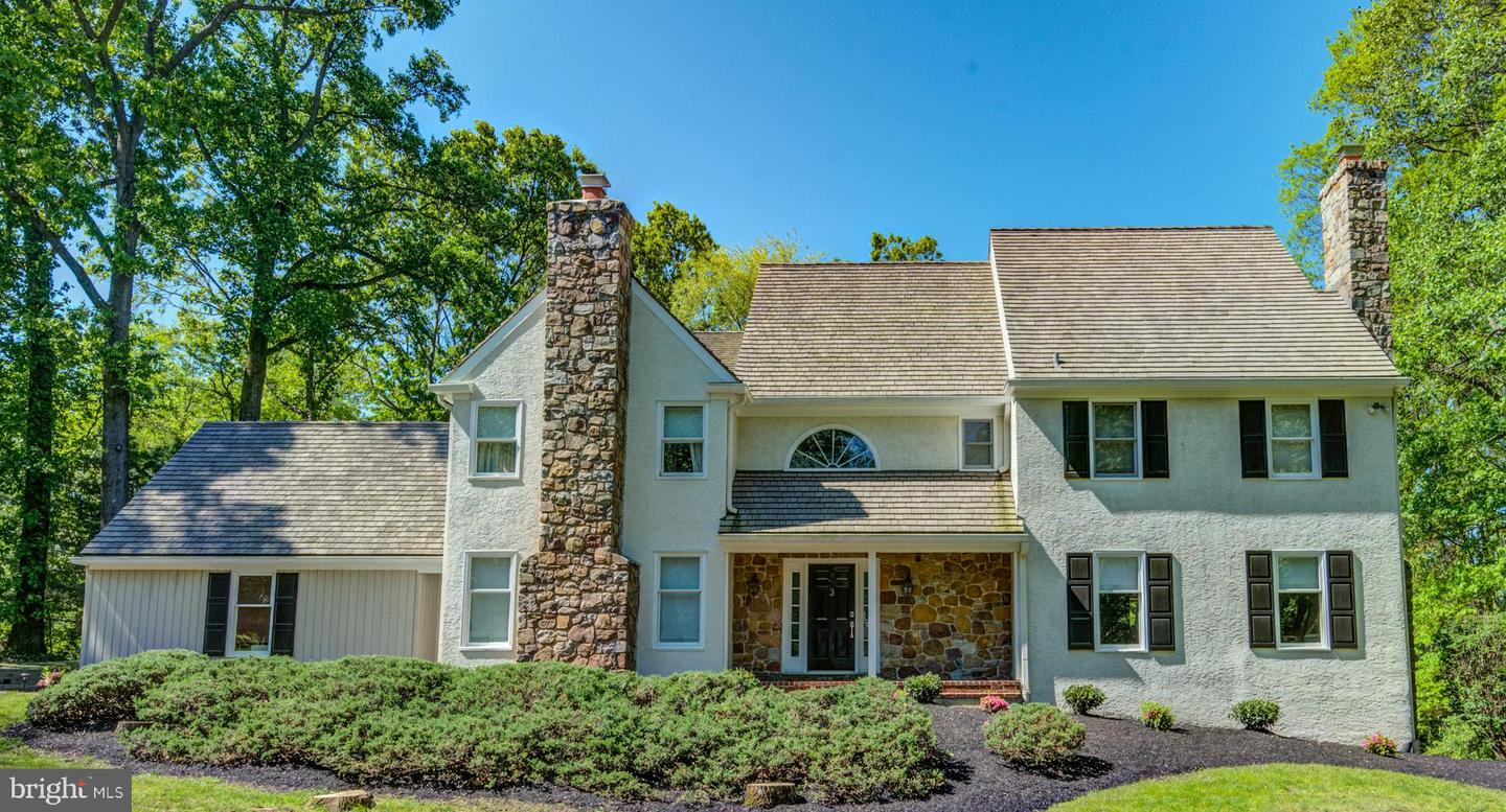 Photo of home for sale at 3 Springton Pointe Drive, Newtown Square PA
