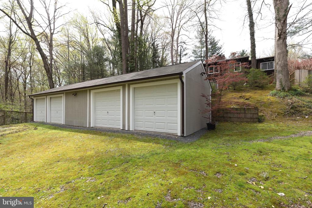 Four Car Detached Garage with room for storage - 7207 OLDE LANTERN WAY, SPRINGFIELD
