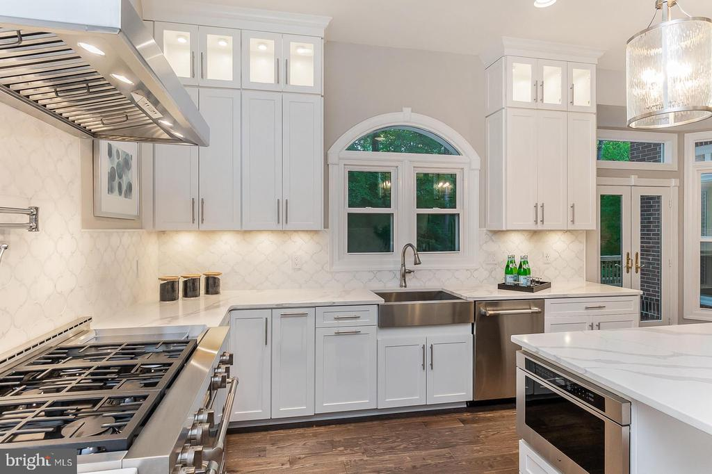 Gourmet kitchen with all marble & quartz stones. - 10630 TIMBERIDGE RD, FAIRFAX STATION