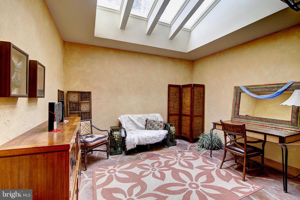 Green Room with Skylights - 2180 HUNTER MILL RD, VIENNA