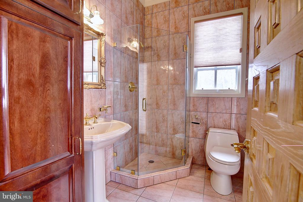 Separate Pool Bathroom with outside pool access - 2180 HUNTER MILL RD, VIENNA