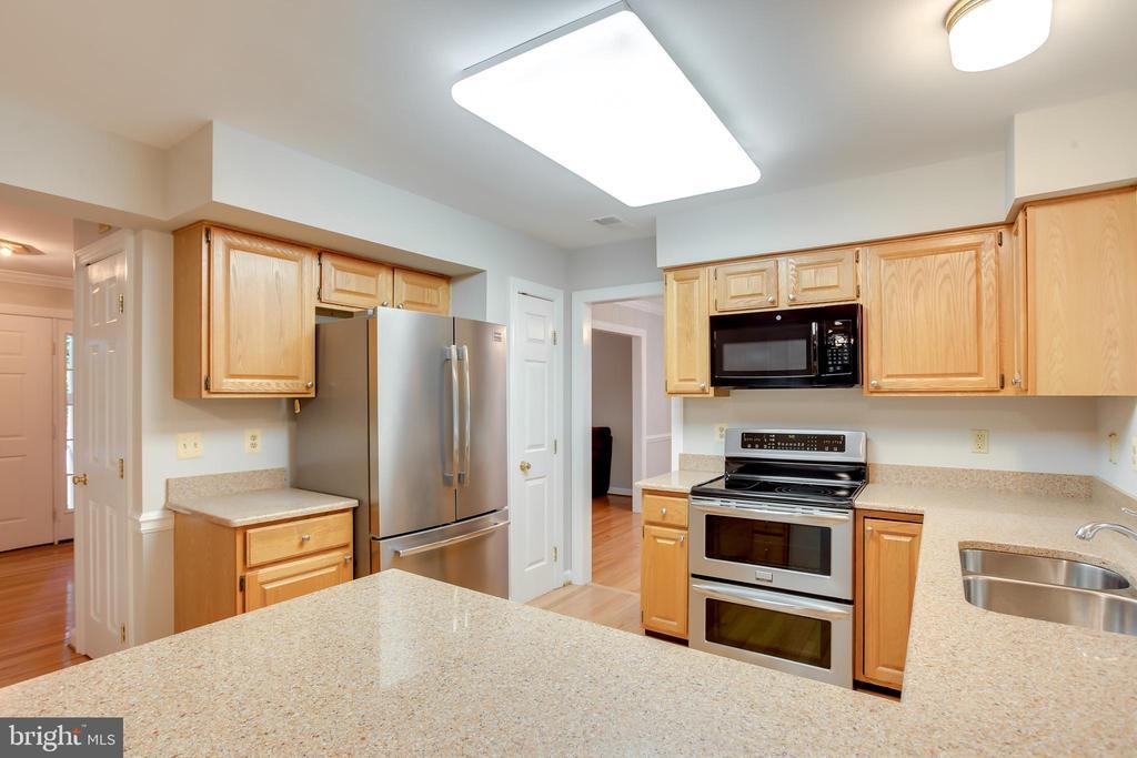 Kitchen - 20816 WATERBEACH PL, STERLING
