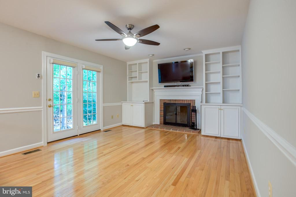 Family Room - 20816 WATERBEACH PL, STERLING