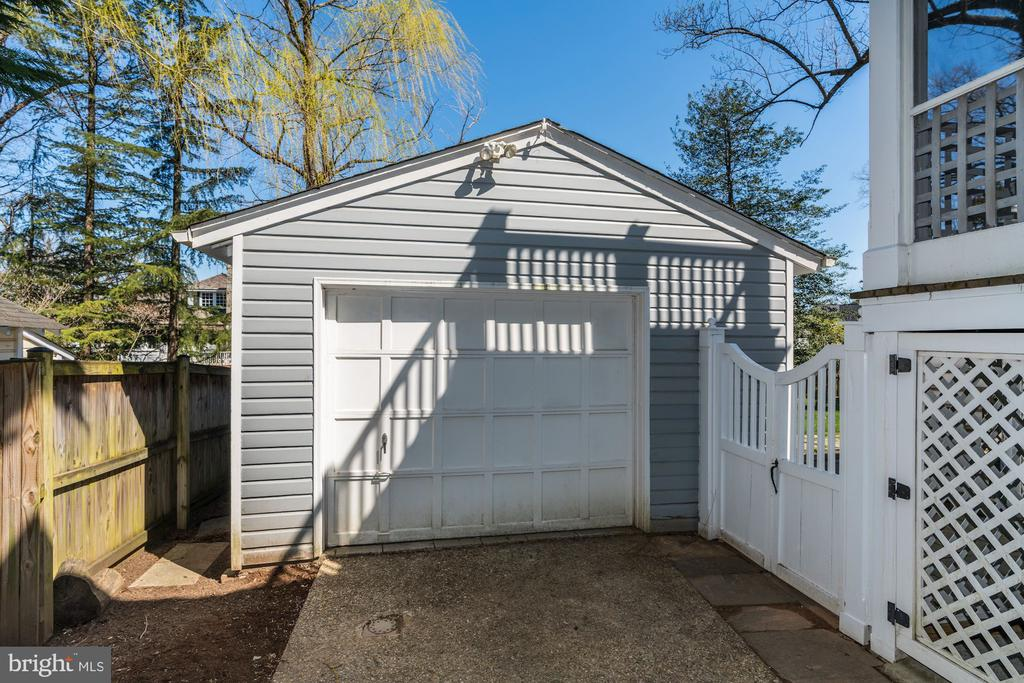 Detached Garage with HVAC & Cable - 4721 CUMBERLAND AVE, CHEVY CHASE