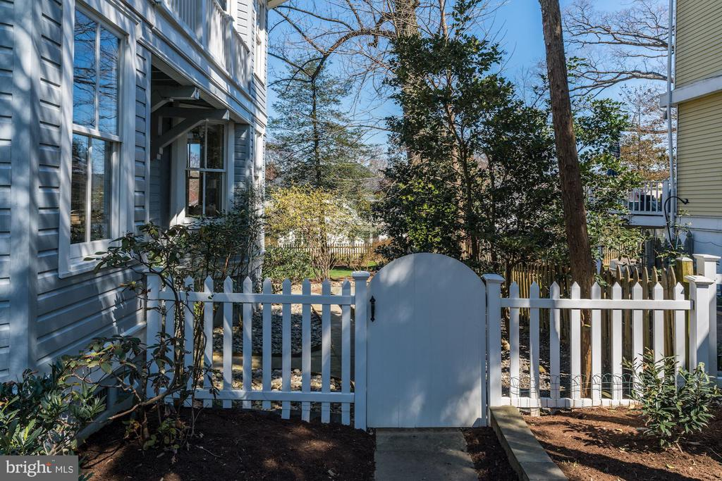 Charming Side Garden  Gate View - 4721 CUMBERLAND AVE, CHEVY CHASE