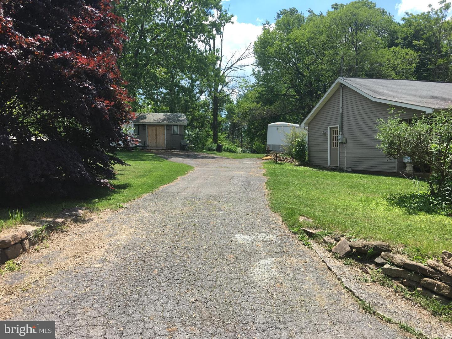 Additional photo for property listing at 892 Summit Point Dr Front Royal, Virginia 22630 United States