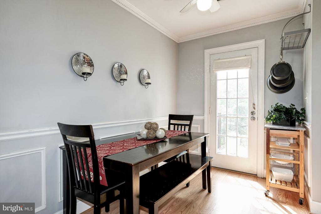 Dining area with chair rail, crown molding - 4600 28TH RD S #D, ARLINGTON