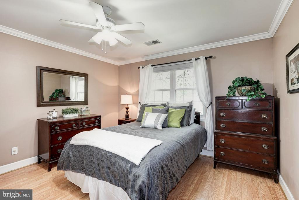 Bedroom one with ceiling fan - 4600 28TH RD S #D, ARLINGTON
