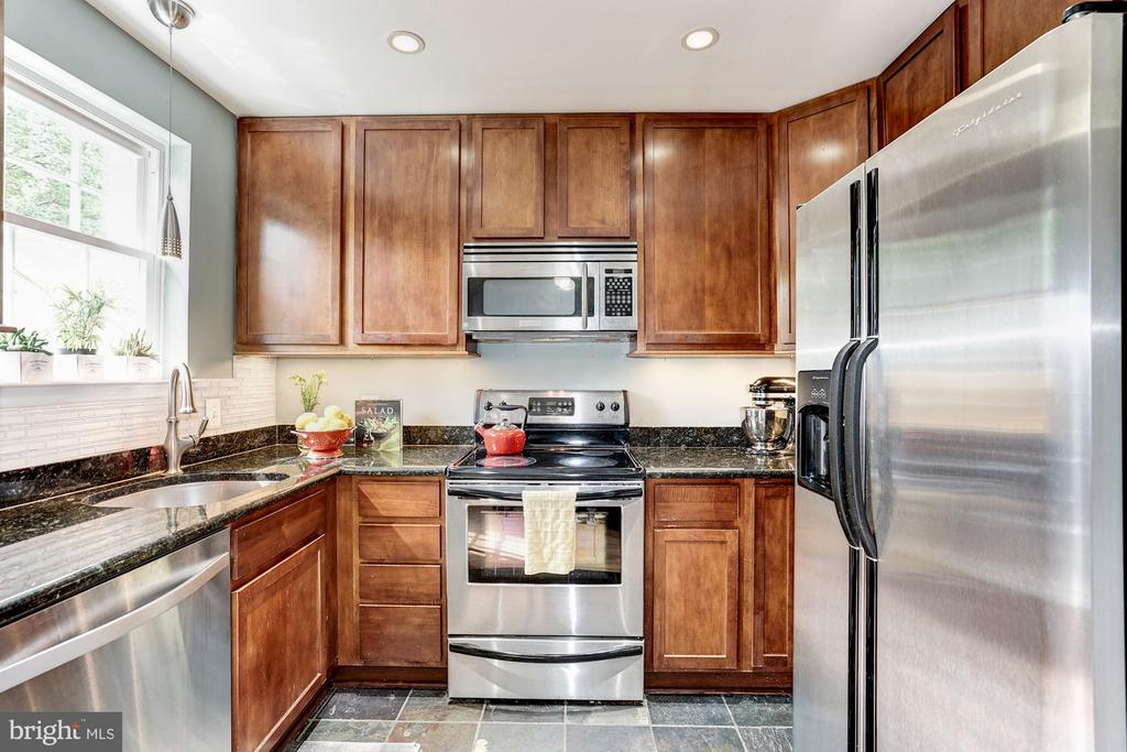 Kitchen with granite counters, slate floor - 4600 28TH RD S #D, ARLINGTON