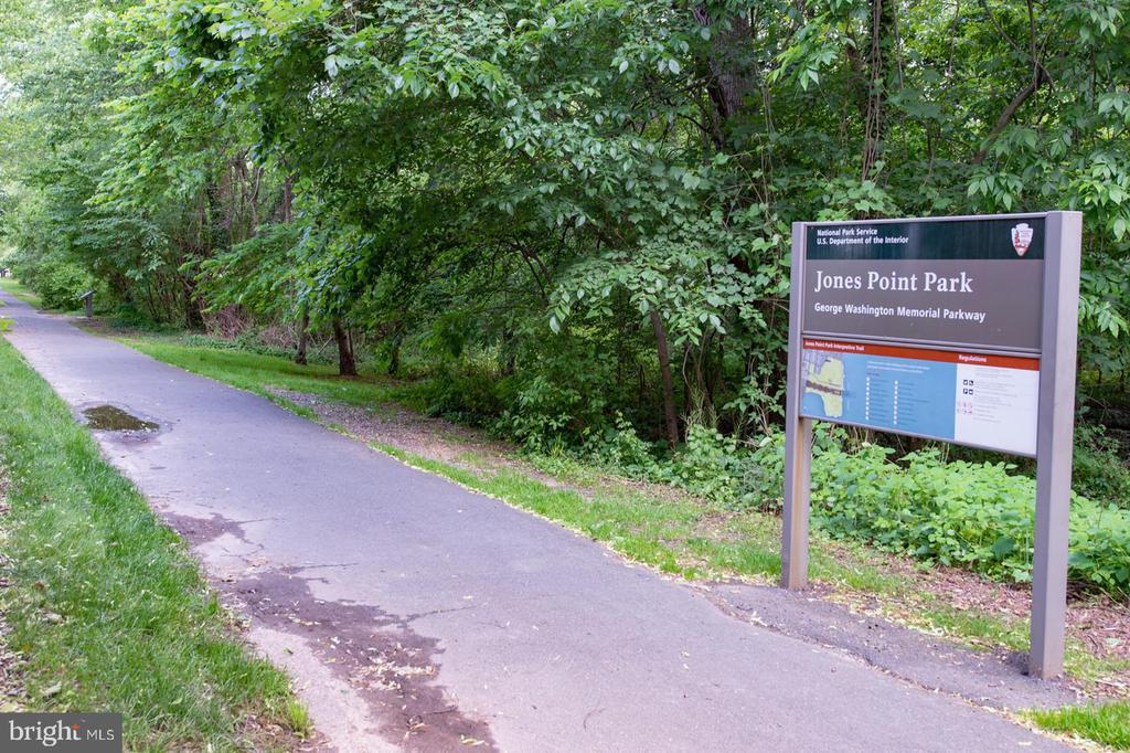 Adjacent walking path. - 703 POTOMAC ST, ALEXANDRIA