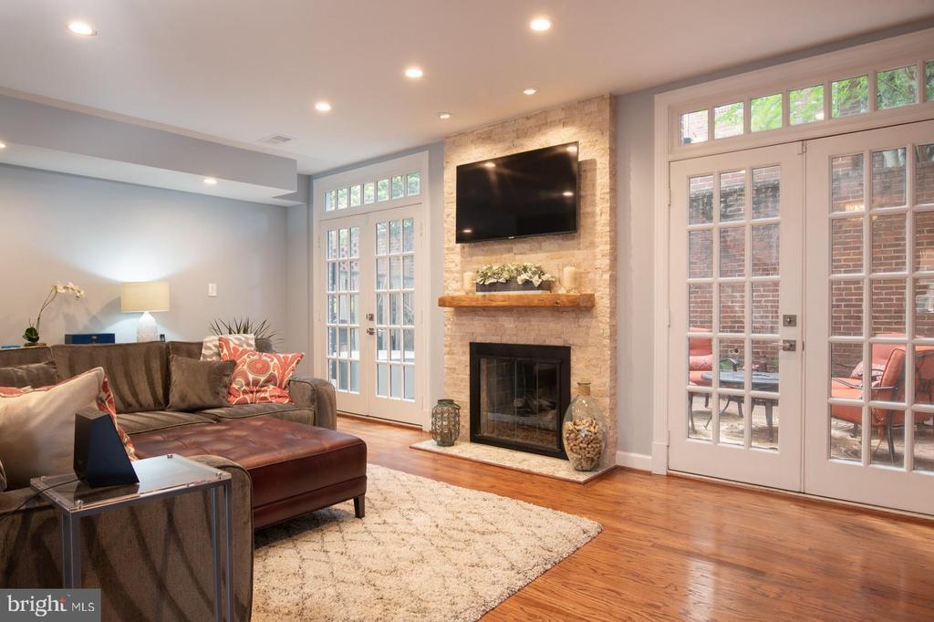 Main level living area. - 703 POTOMAC ST, ALEXANDRIA