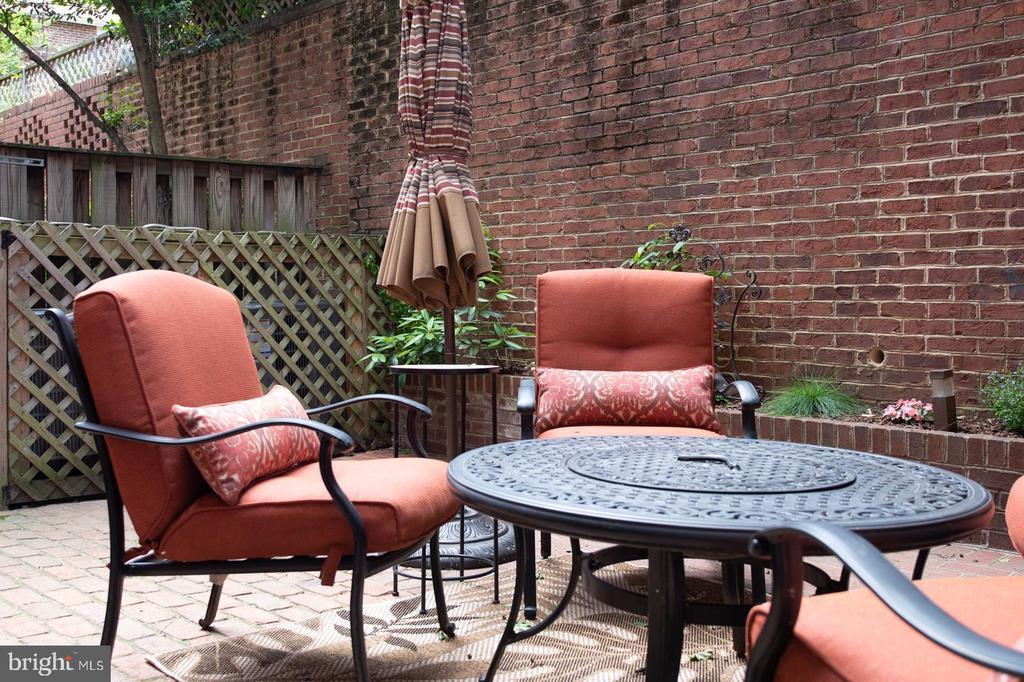 Private patio. - 703 POTOMAC ST, ALEXANDRIA