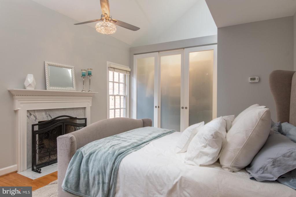 Master bedroom. - 703 POTOMAC ST, ALEXANDRIA