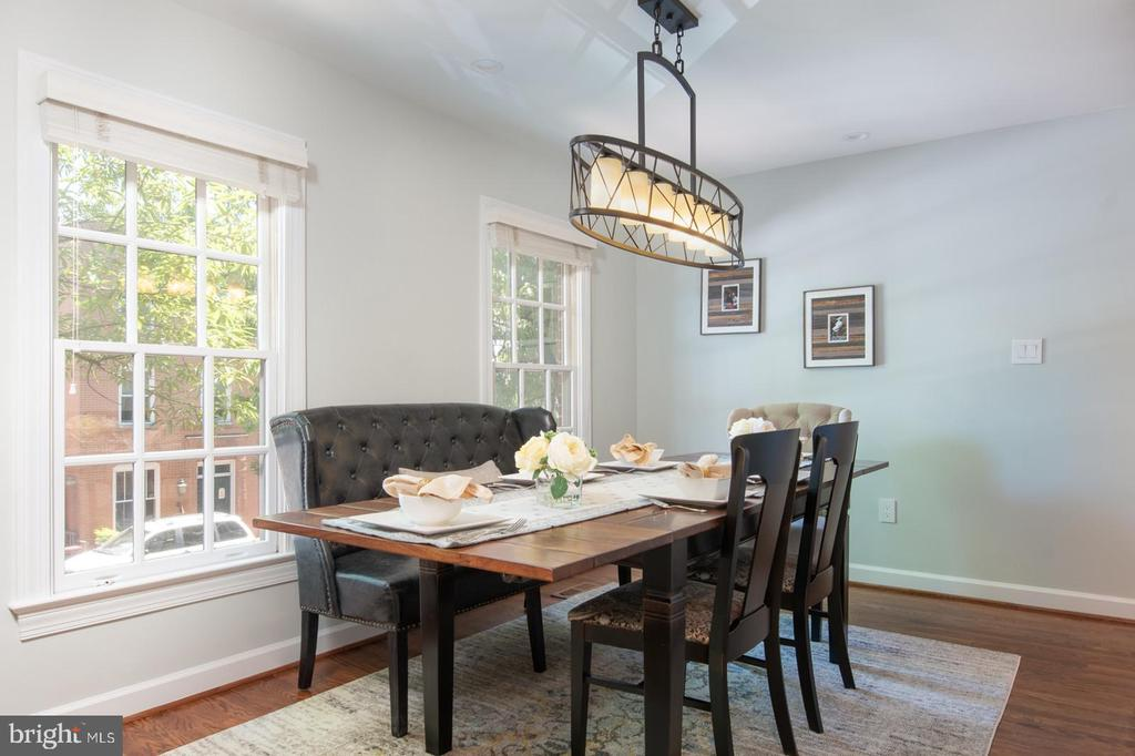 Dining room with room to entertain. - 703 POTOMAC ST, ALEXANDRIA