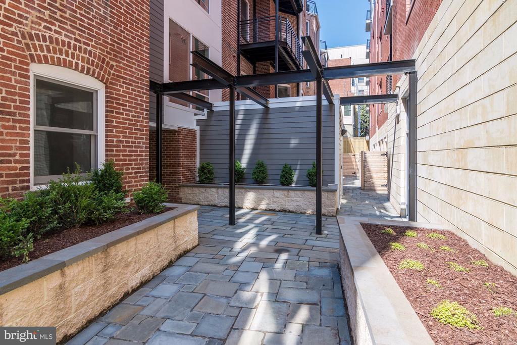 Common courtyard - 1745 N ST NW #102, WASHINGTON