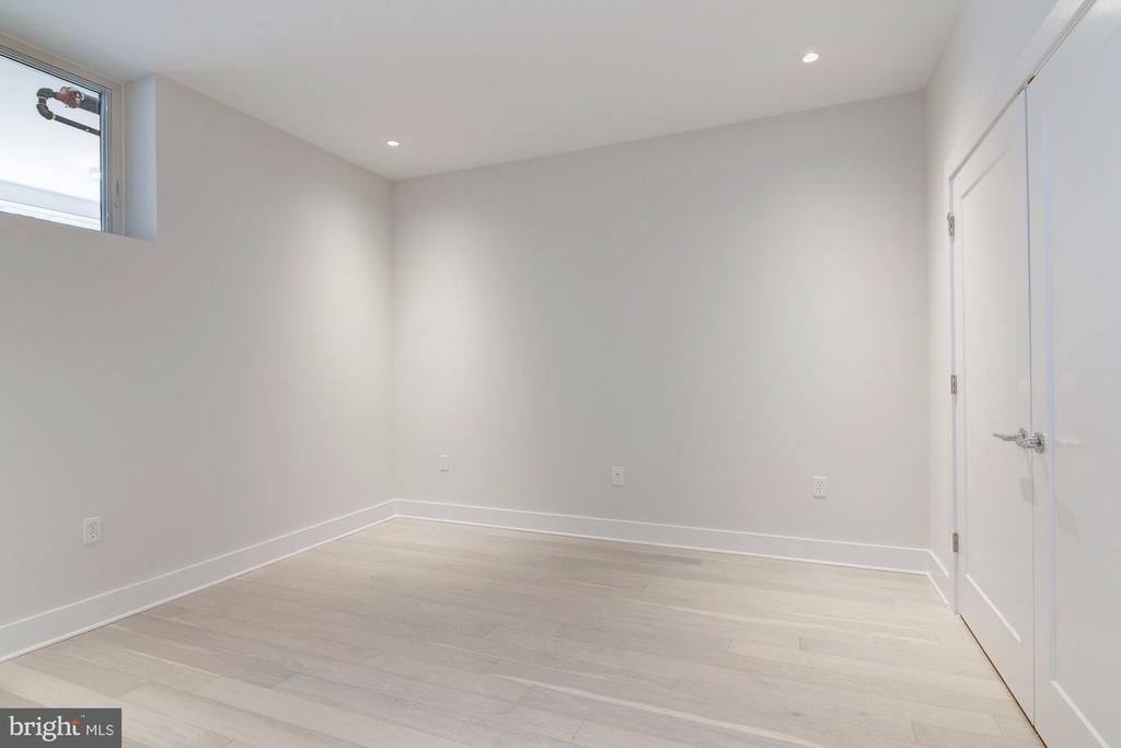 Bedroom with lots of space - 1745 N ST NW #102, WASHINGTON
