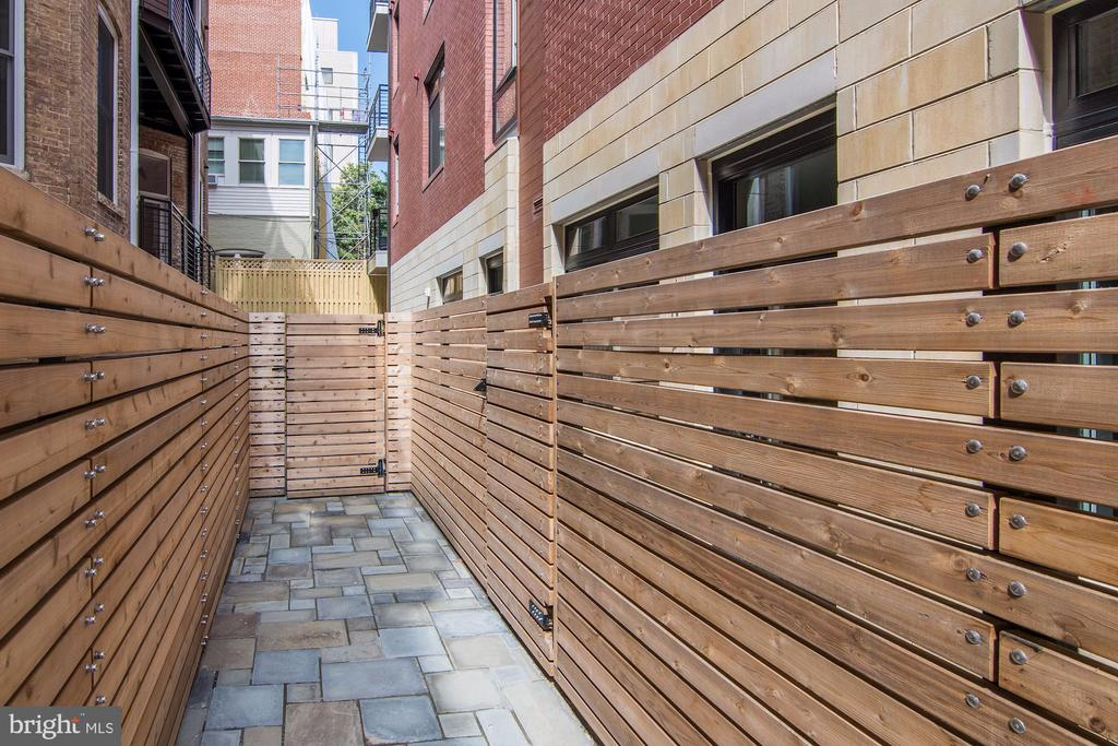 Sizable private outdoor space! - 1745 N ST NW #102, WASHINGTON