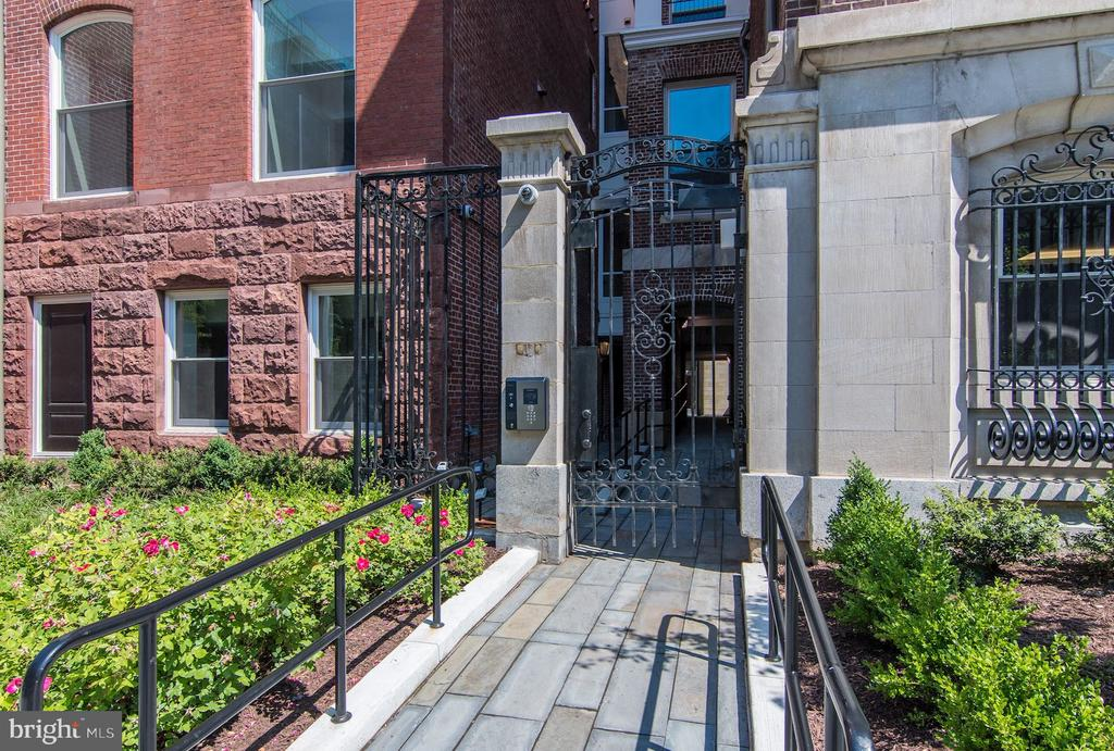 Iron gate entry, fully secure - 1745 N ST NW #102, WASHINGTON