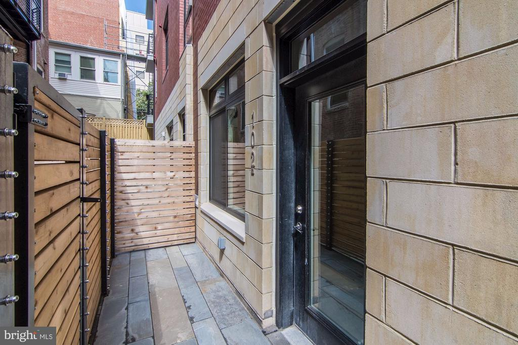 Large private terrace! - 1745 N ST NW #102, WASHINGTON