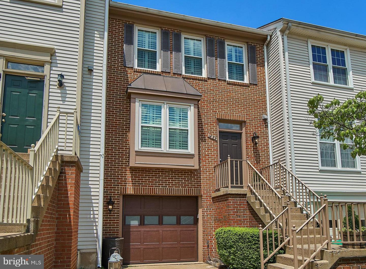 Single Family for Sale at 1239 Bond St Herndon, Virginia 20170 United States