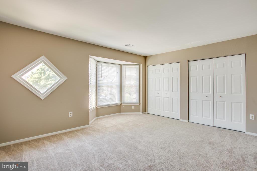 Oversized master suite with dual closets - 3456 CALEDONIA CIR, WOODBRIDGE