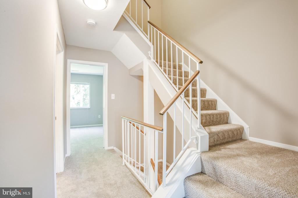 Second level hallway - 3456 CALEDONIA CIR, WOODBRIDGE