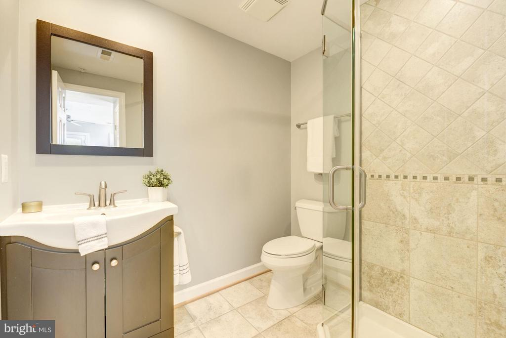 with its own ensuite - 2242 ONTARIO RD NW #3, WASHINGTON