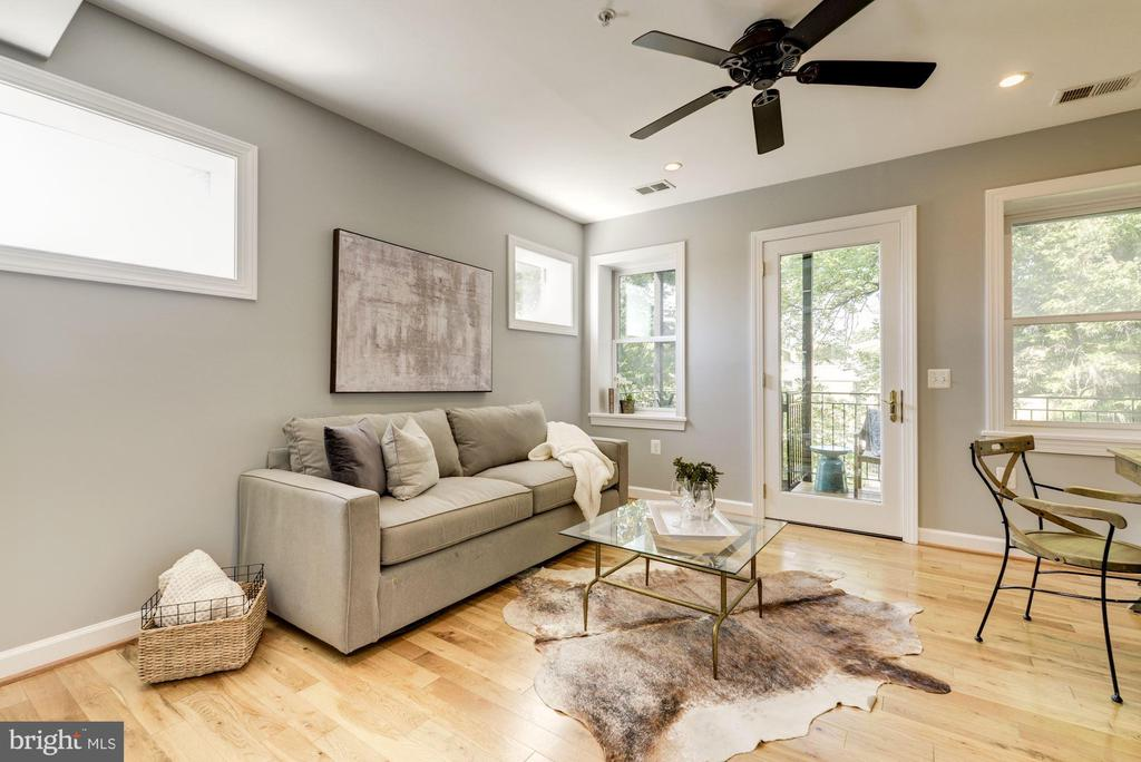 1st floor bedroom makes a great home office - 2242 ONTARIO RD NW #3, WASHINGTON