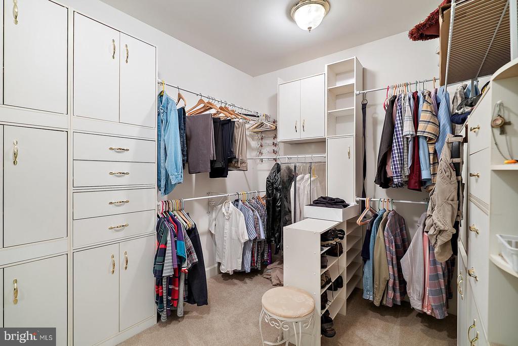 MBR walk-in closet with custom shelving - 6134 WALKER'S HOLLOW WAY, LOCUST GROVE