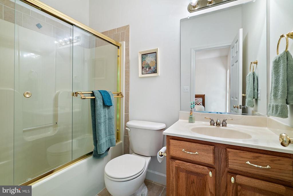 Main level hall full bath - 6134 WALKER'S HOLLOW WAY, LOCUST GROVE