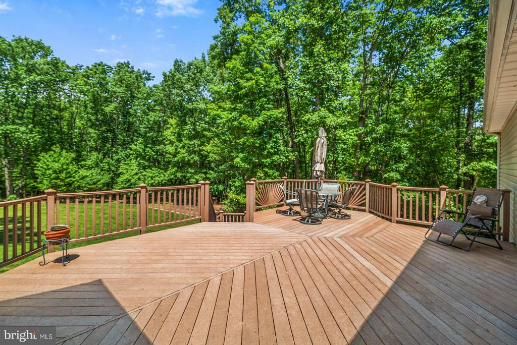 Deck overlooking backyard - 6134 WALKER'S HOLLOW WAY, LOCUST GROVE