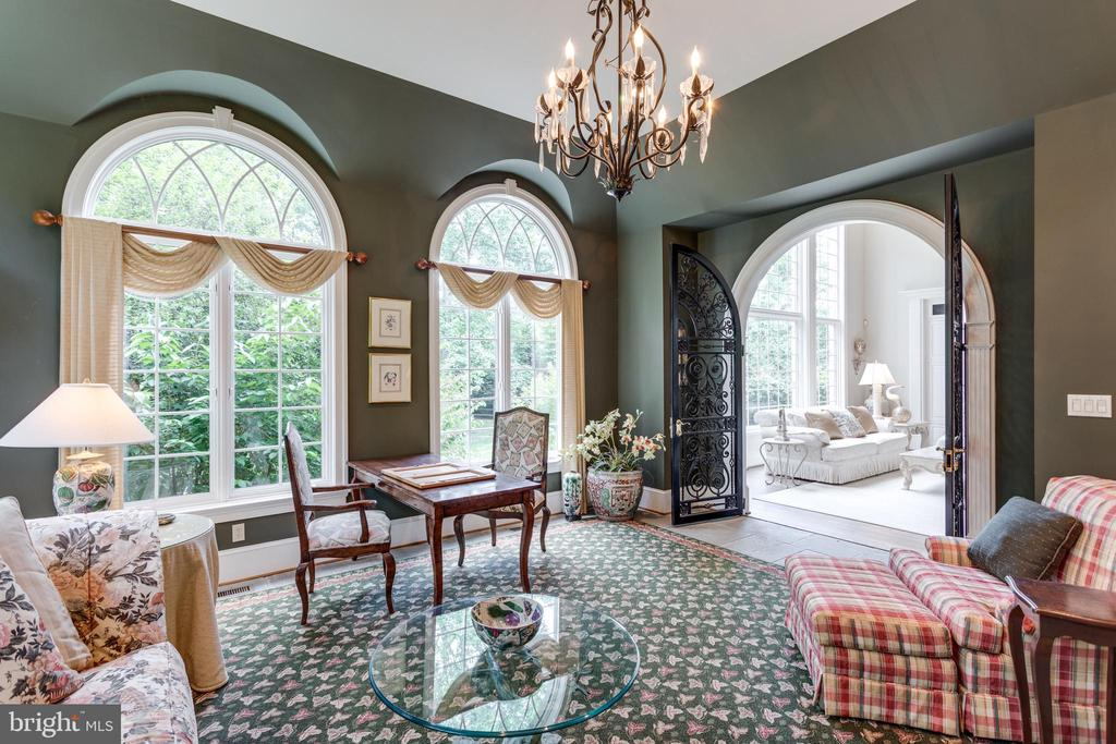 French Palladian windows with incredible views - 10010 HIGH HILL PL, GREAT FALLS