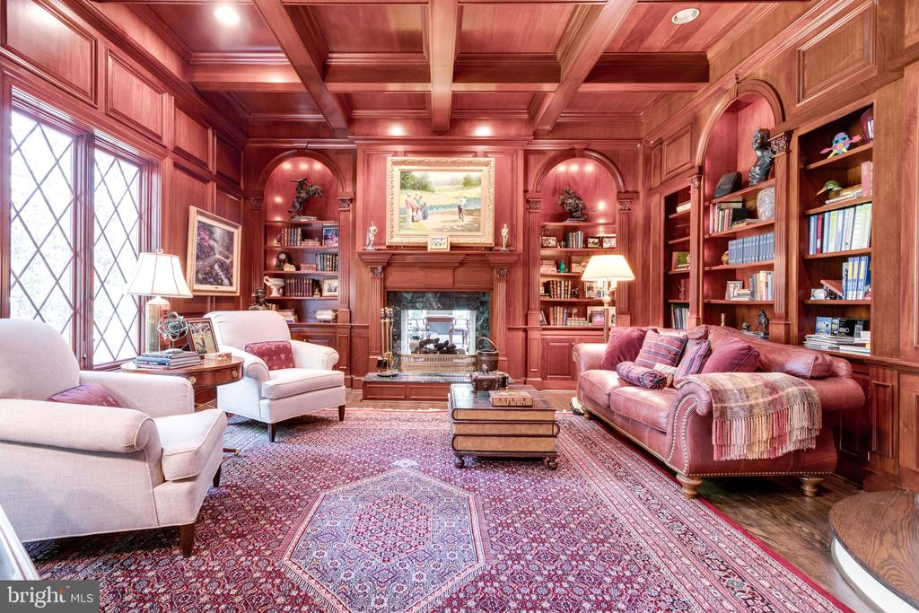 Authors Library with custom millwork - 10010 HIGH HILL PL, GREAT FALLS
