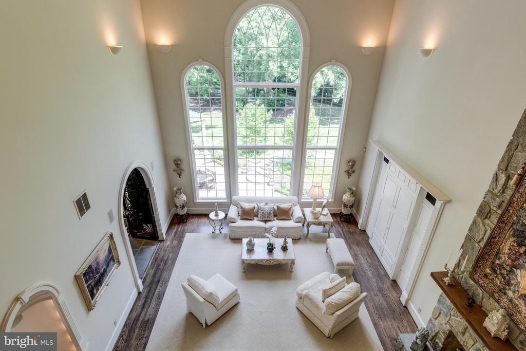 View of the Great Room from upper level promenade - 10010 HIGH HILL PL, GREAT FALLS