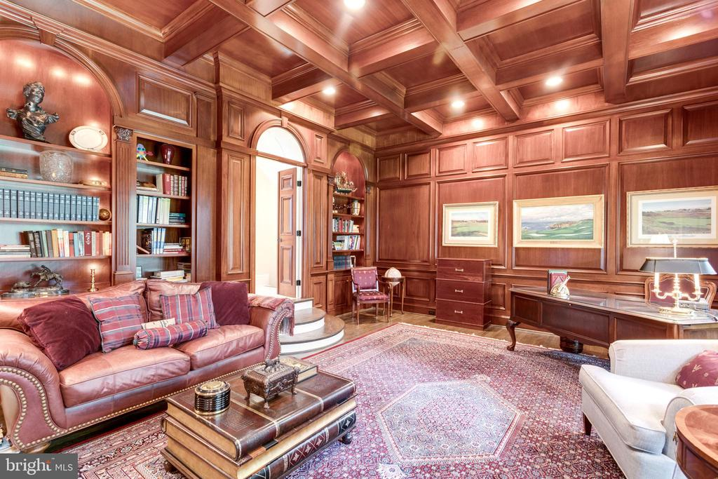 12ft Mahogany coffered ceiling and intricate trim - 10010 HIGH HILL PL, GREAT FALLS