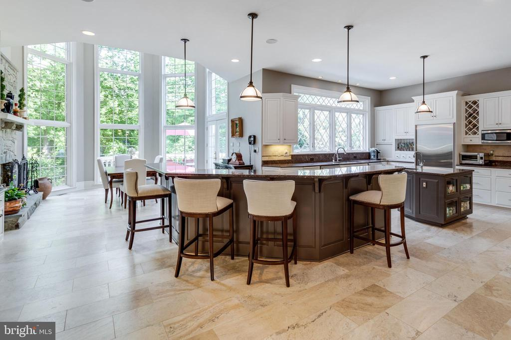 Well appointed and remodeled Gourmet Kitchen - 10010 HIGH HILL PL, GREAT FALLS