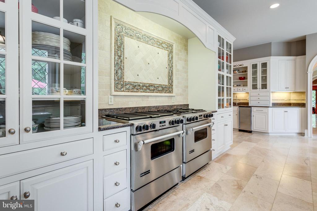 Abundant cabinetry with professional ranges - 10010 HIGH HILL PL, GREAT FALLS