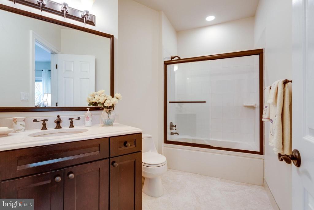 Updated Bedroom 5 Bath - 10010 HIGH HILL PL, GREAT FALLS