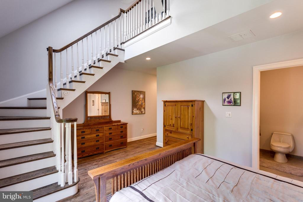 Two story Bedroom Suite 4 w/stairs to loft area - 10010 HIGH HILL PL, GREAT FALLS