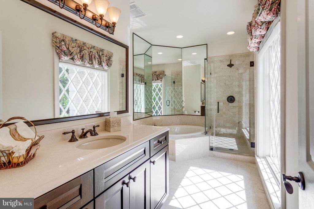 BR Suite 2 w/updated marble bath - 10010 HIGH HILL PL, GREAT FALLS