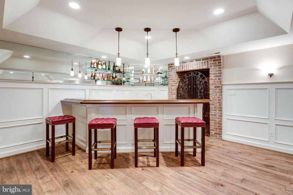 Full Bar next to Mahogany Wine Cellar - 10010 HIGH HILL PL, GREAT FALLS