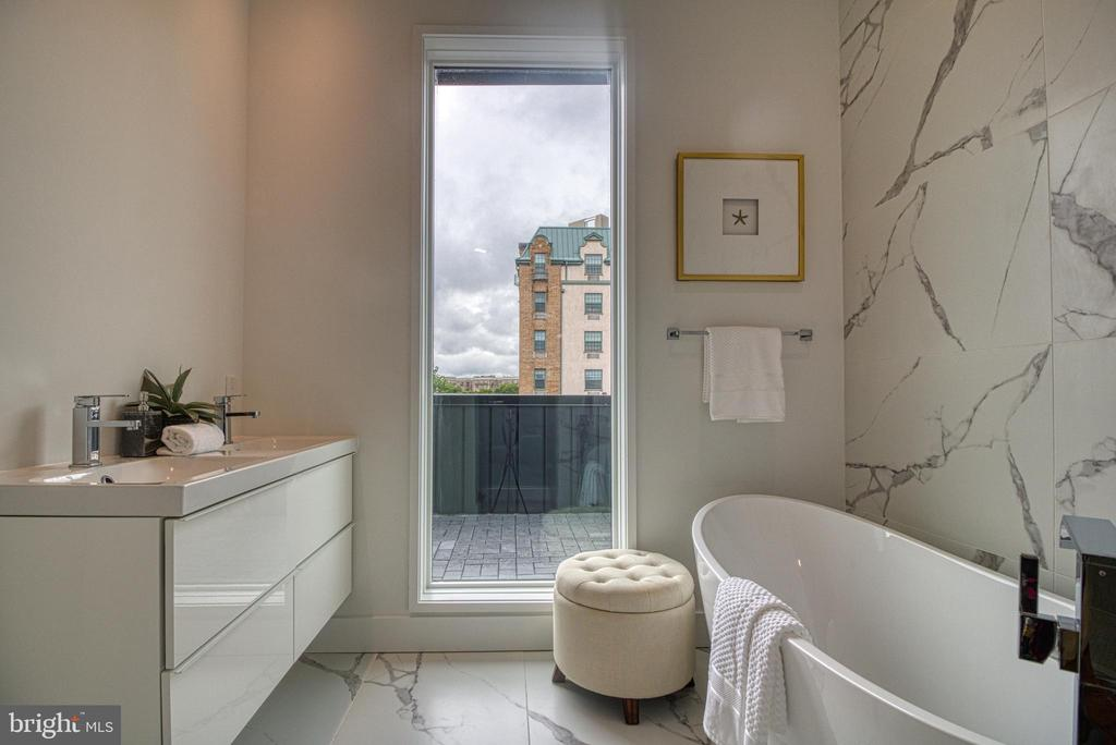 Full In Suite Bath With Tub and Shower - 3467 14TH ST NW #3, WASHINGTON